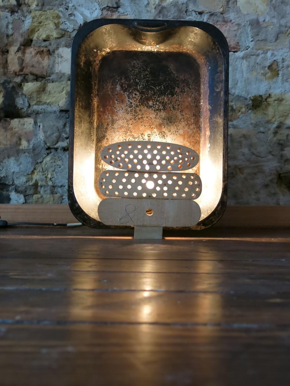 Tafellamp met braadslede en borstelblokken