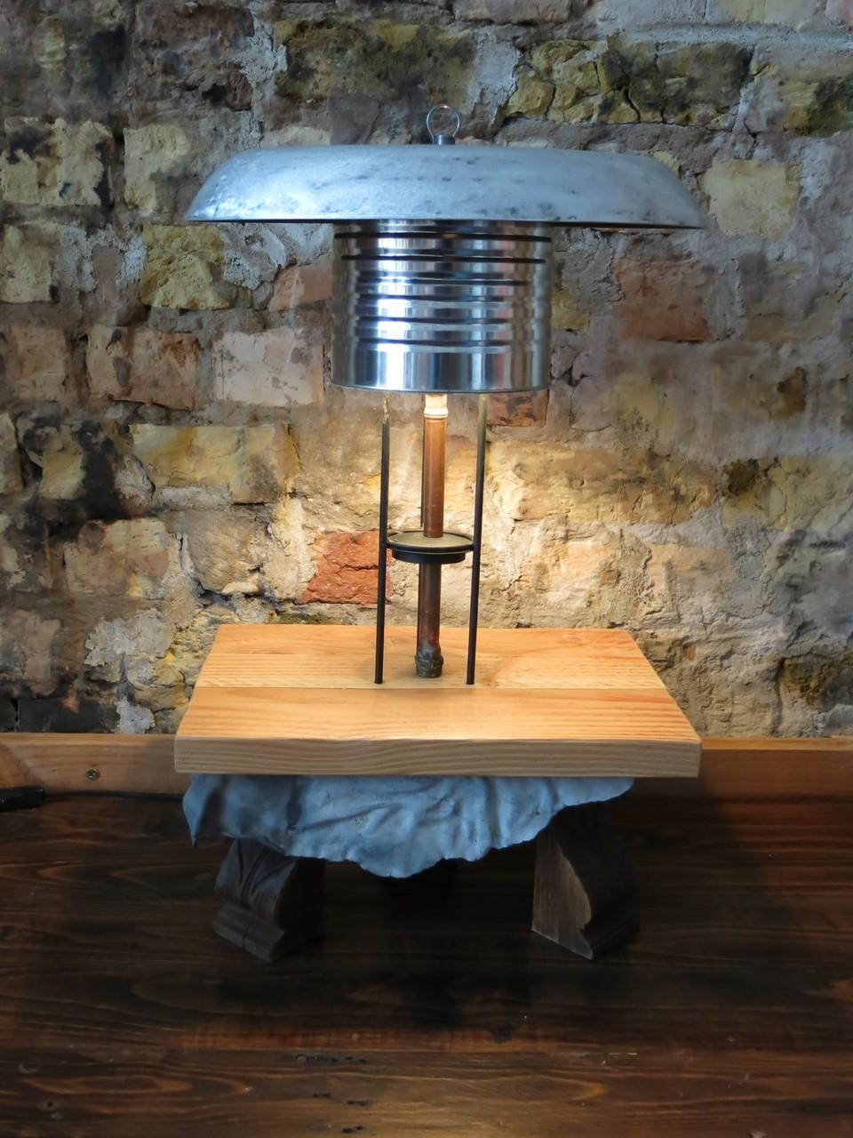 Tafellamp uit conservenblik en vispan