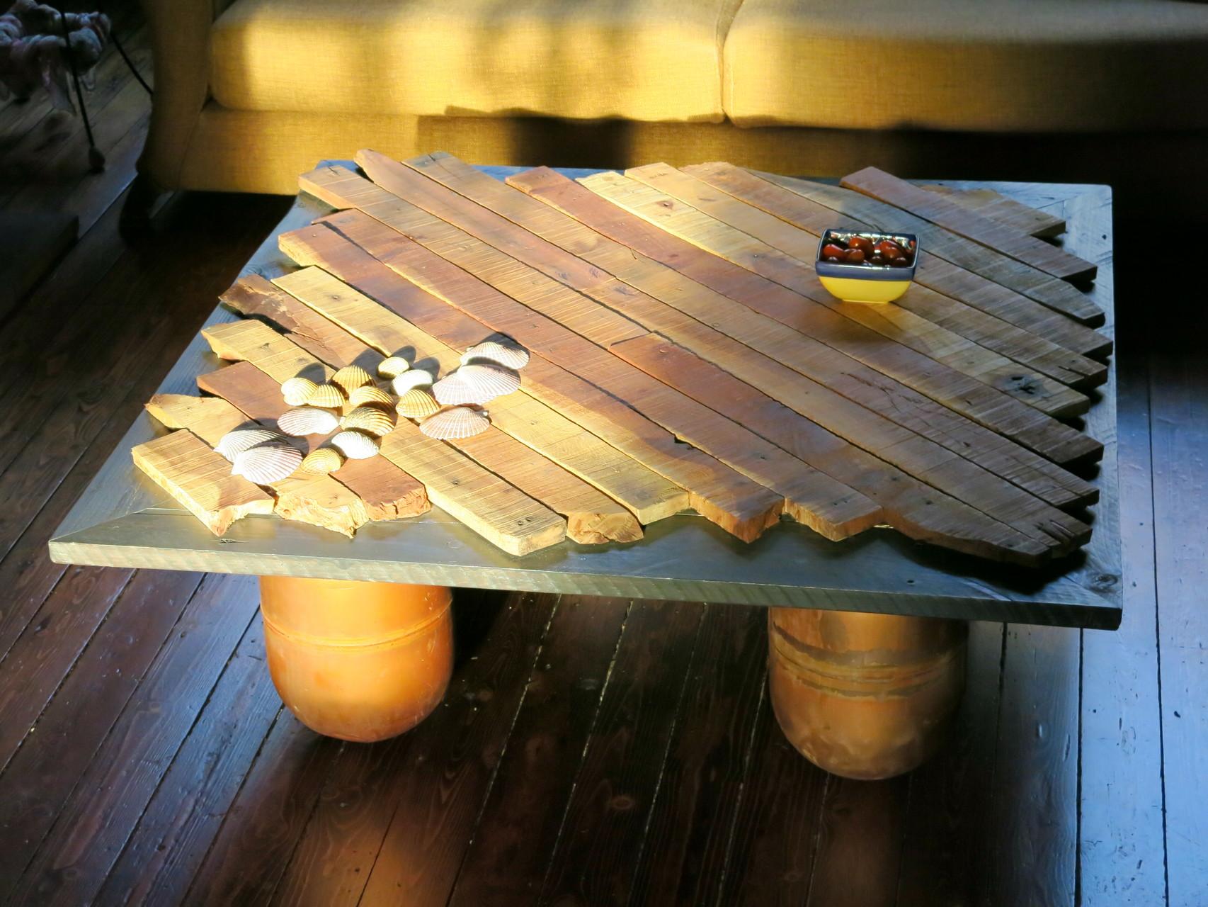 Salontafel uit pallethout, koperen poten uit recup boilers
