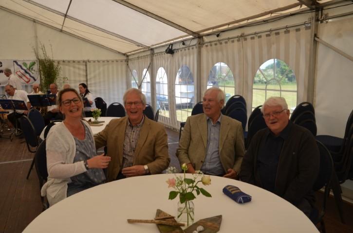 Unser Bürgermeister Hans-Helmut Guthardt (2. von rechts)