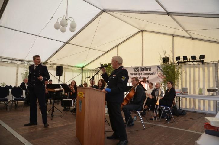 Amtsvorsteher Edgar Petersen überbringt die Grüße des Amtes Südangeln und der Gemeinde Idstedt