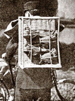 Een verende transportmand waarin de duiven tijdens het vervoer niet schokken