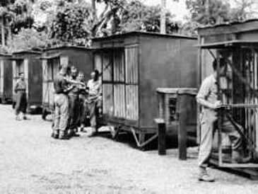 In Nieuw- Guinea werden steeds meer duivenhokken gebouwd. Bij alle militaire acties wilde men duiven meenemen.