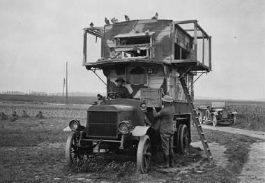 Een voorbeeld van een mobiel duivenhok, in dit geval van het Britse leger, zoals alle strijdende partijen in de Eerste Wereldoorlog hebben gebruikt. Na elke verplaatsing van het hok leerden de duiven snel de nieuwe route.