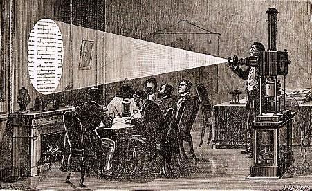 De berichten werden in Parijs geprojecteerd en overgeschreven