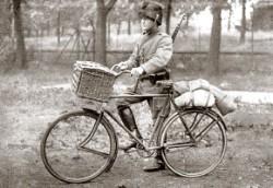 Vervoer van postduiven per fiets