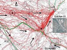 Op de foto's zie de laatste 20 kilometer. De massa van de duiven volgt vaste routes langs (spoor)wegen, vliegt een aardig stukje om en gaat het laatste stuk weer langs een snelweg naar het noorden.