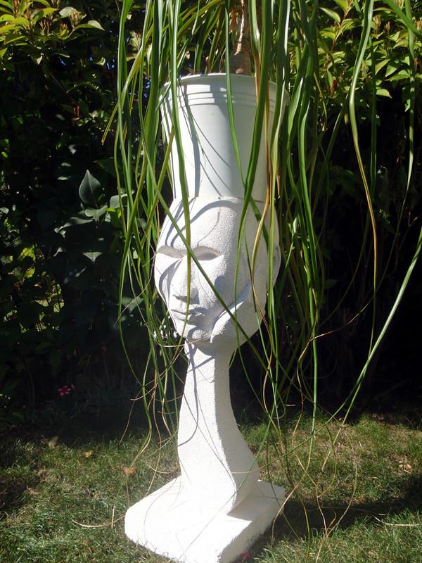 """""""Denker mit Elefantenhaar"""": 2007: Porenbeton: 61cm x 25cm x 20cm. Pflanzen sind gute Denkpartner."""