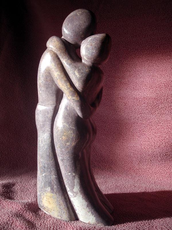 """Endlose Umarmung"" 2011: Kobalt-Serpentin: 39cm x 18cm x 9cm"