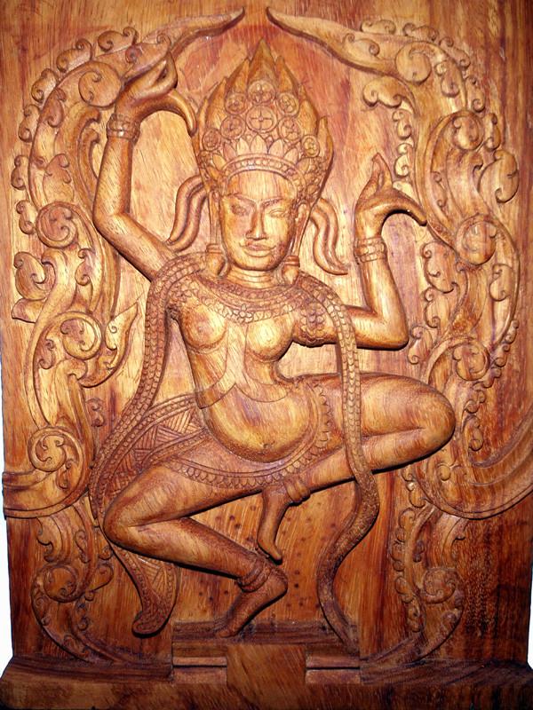 """""""Apsara"""" 2009: Teak: 38cm x 29cm x 3,5cm. Tänzerin im Khmerkönigreich. Apsare war eine geachtete und rechtschaffene Künstlerin. Die Khmer sind sehr ..."""