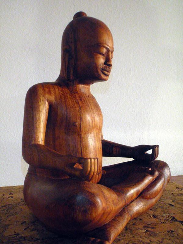 """""""Jayavarman VII"""": 2009/10: Teak: 21cm x 18cm x 13cm. Er ließ den Großteil der kambodschanischen Angkor-Tempelanlagen erbauen."""