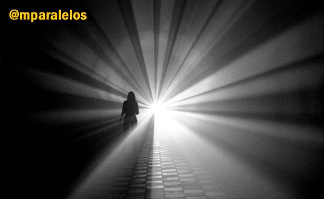 EL MUNDOS DE LAS SOMBRAS Siguenos en: @ mparalelos