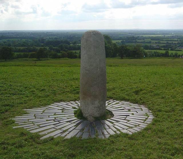 Lia Fáil (Piedra del Destino) en la cima de la Colina de Tara, Irlanda.