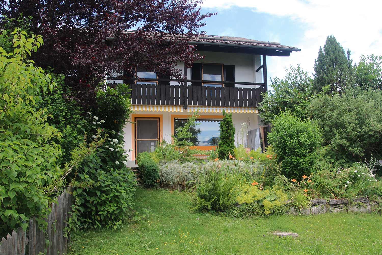 Ansicht vom Garten auf das Haus