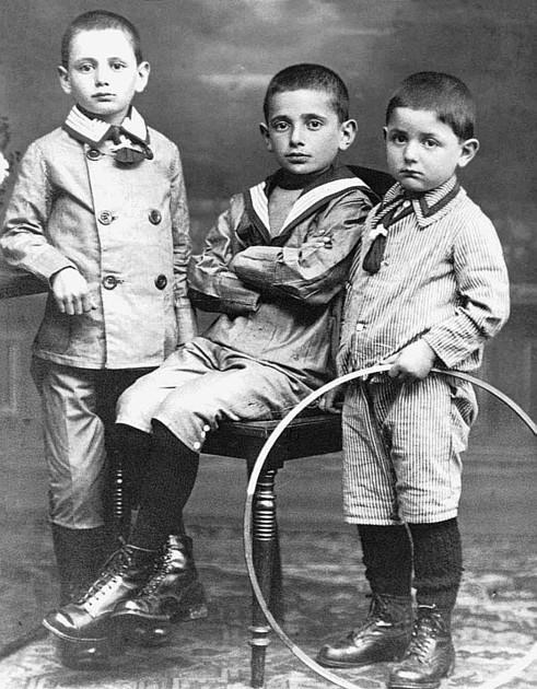 Theo, Milian und Norbert Braunschweiger (Bahnhofstr.) um 1918