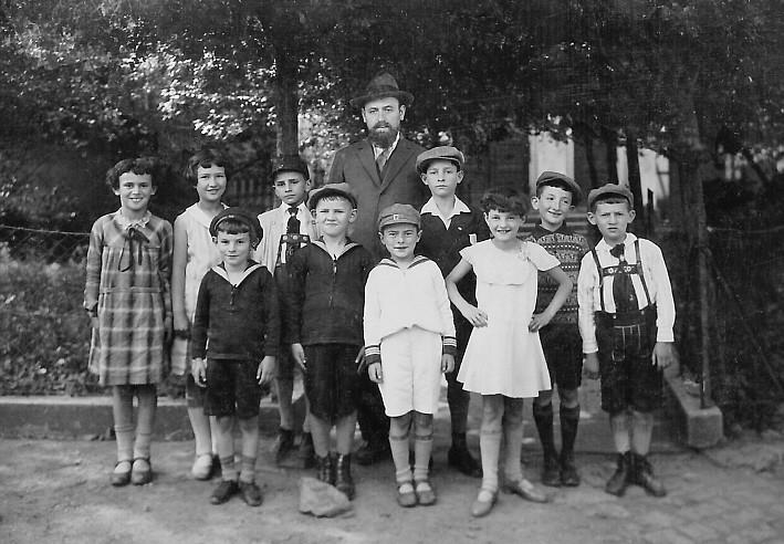 Schulklasse mit Lehrer Berlinger etwa 1931