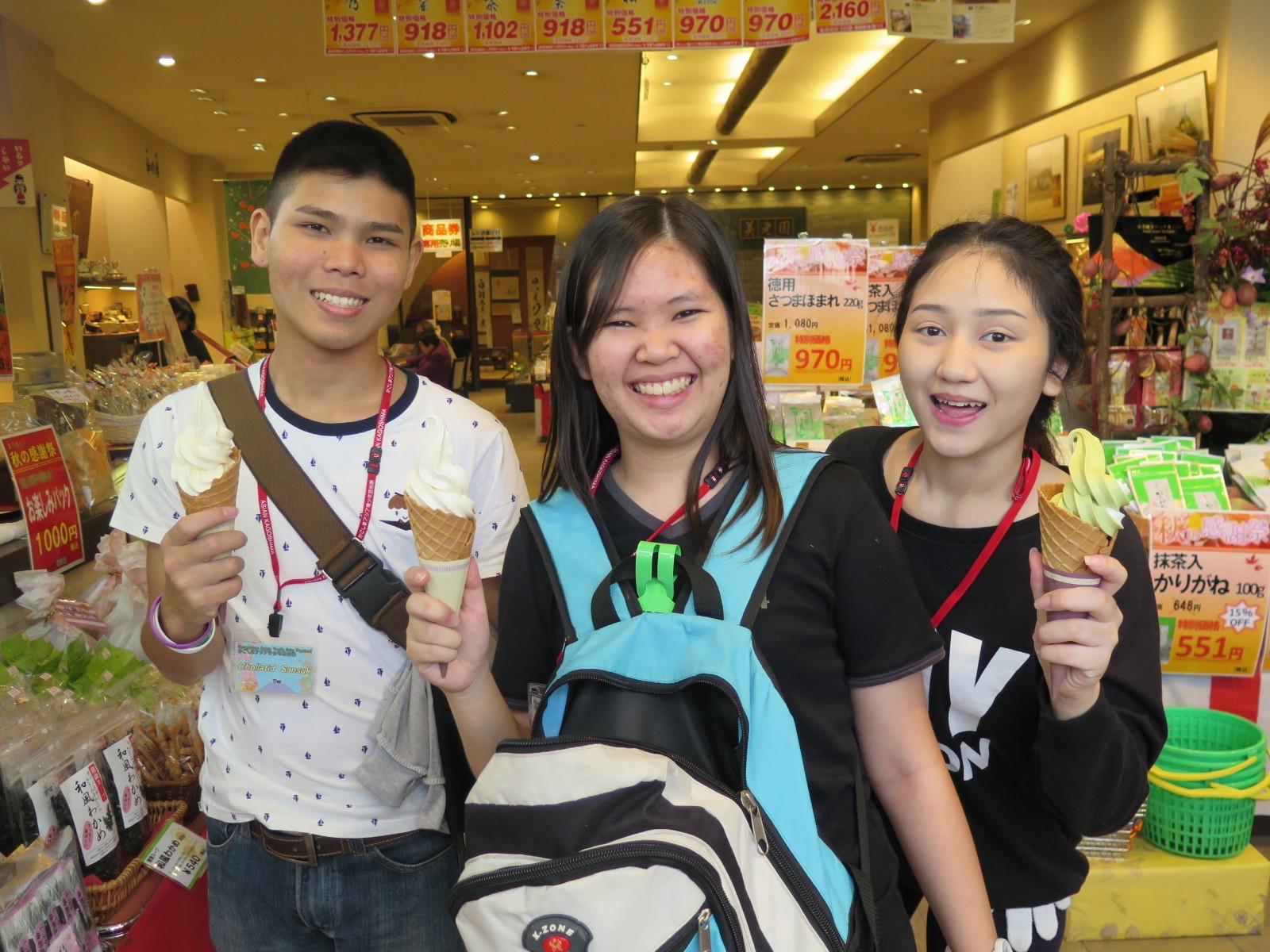 ソフトクリームが食べたいと少女達
