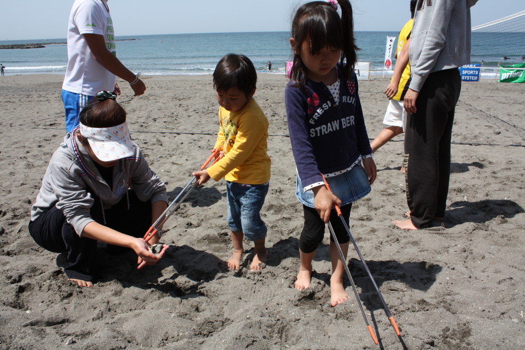 子供達のビーチクリーンも安全