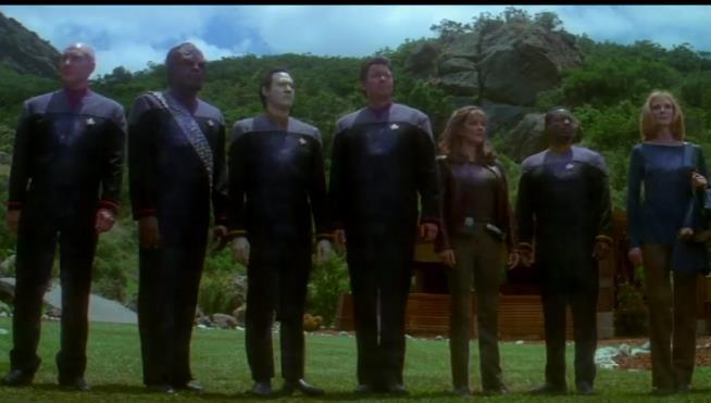 Die Crew der Enterprise E, wie der Fan sie liebt