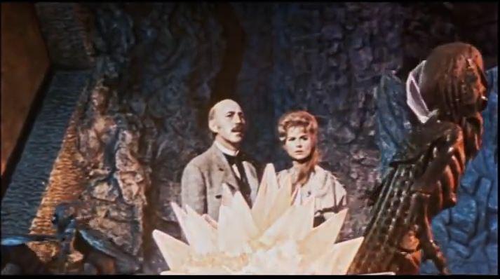 Lionel Jeffries und Martha Hyer in den wundervollen Kulissen
