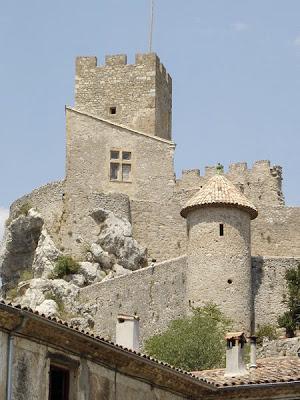 château de Baulx vue depuis le village