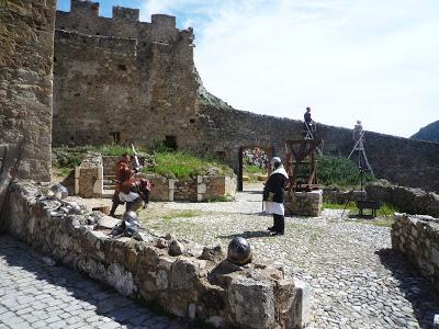 Duel à l'épee dans la cour du château de Baulx