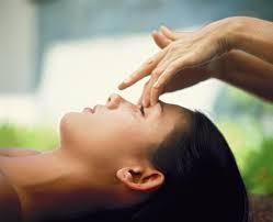 Travail des points d'acupuncture sur le visage