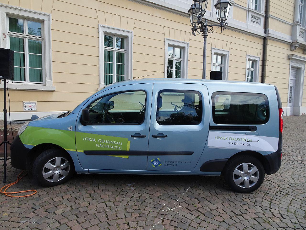 E-Auto mit Werbung für Energiegenossenschaft Darmstadt (EG-DA)