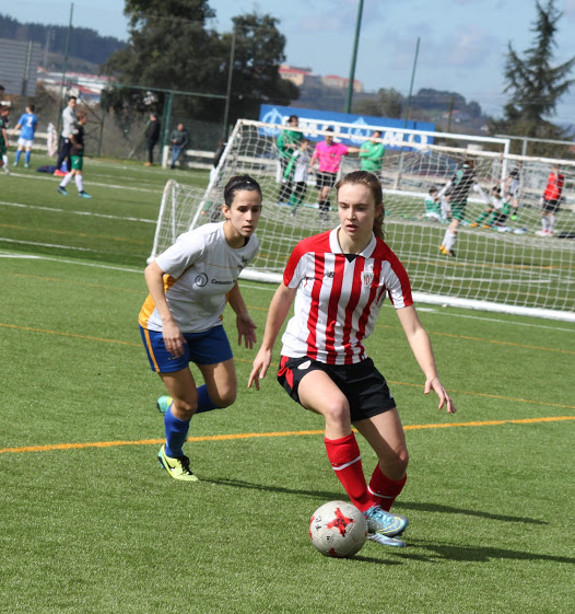 Bengoa (Athletic B) e Izas (Añorga) en un lance del encuentro - Foto: Conchi Sánchez