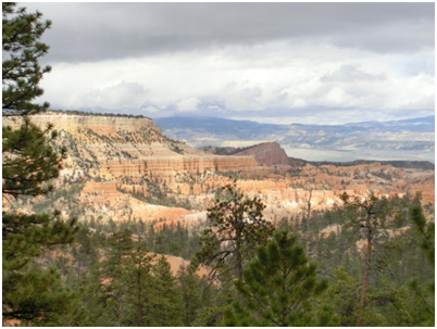 erster Blick in die Ferne im Bryce Canyon