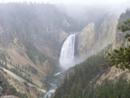 Wasserfall im Schnee