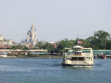 Ferry Boat zum Disney-Eingang