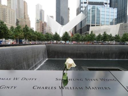 Geburtstagsrose am 9/11 Memorial