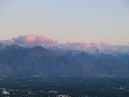 schneebedeckte Rocky Mountains bei Salt Lake City