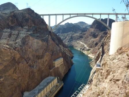 Blick von der Mauer auf die Brücke, ...