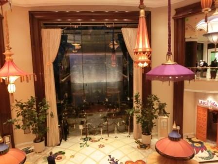 Rezeption im Wynn Hotel mit Wasserfall