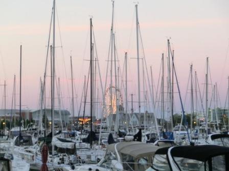 Navy Pier hinter Booten und Yachten