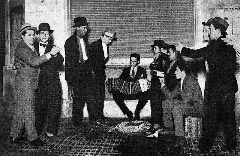 Буэнос-Айрес (1930-е?). Уличный бандонеон