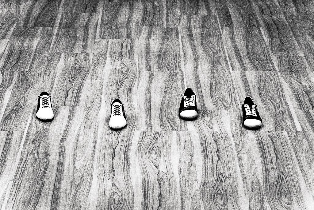 """Схема ритмического рисунка """"классического"""" аргентинского танго. Правый ботинок — сильная доля, плевый — слабая"""