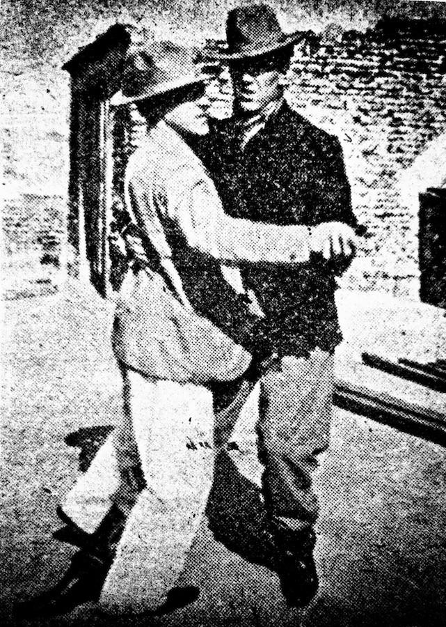 Танцующие танго мужчины. 1903