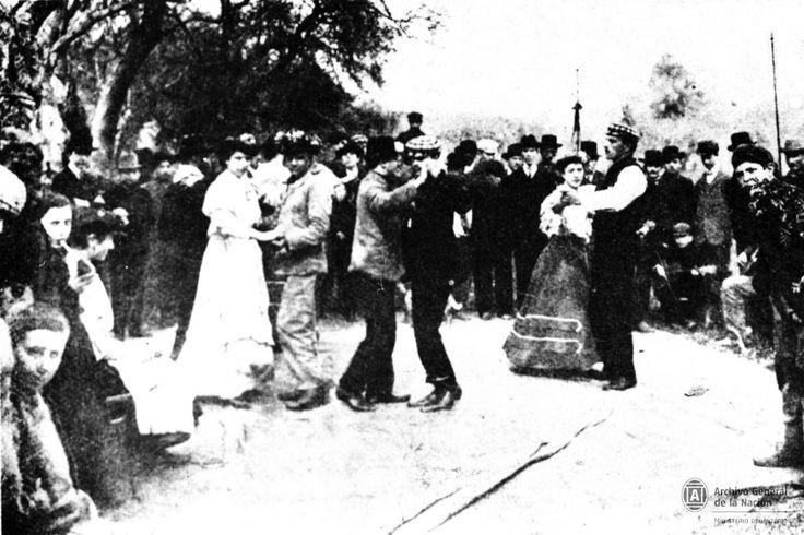 Bailando tango en Palermo, Buenos Aires