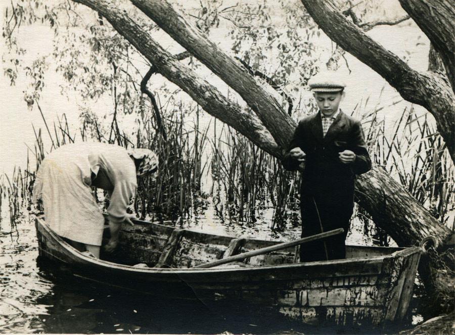 На Кицковском озере. Фото Л.Т.Перепеча. 1960-е гг.