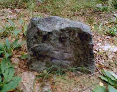 Один из каменных крестов с начертанием креста на литовский манер.