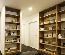 本の無い本棚