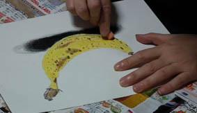 色鉛筆画の技法の授業風景の画像