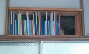 手作りトリック本棚の画像