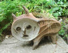 岡本太郎美術館の庭の彫刻の画像