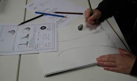 絵の基礎理論の授業風景の画像