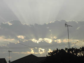 本日の朝の光芒の画像