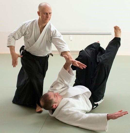 yokomen-uchi irimi-nage (ōyō-waza)